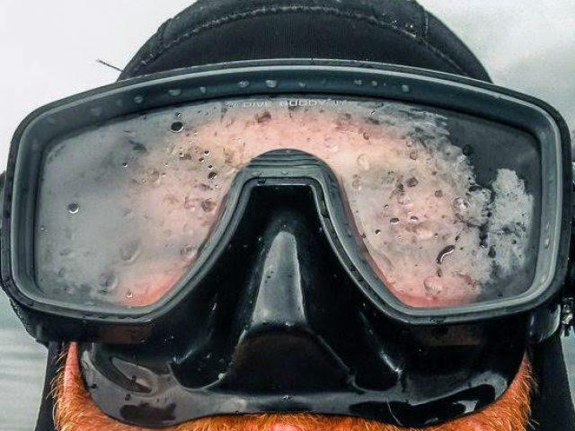 mascara de buceo empañada
